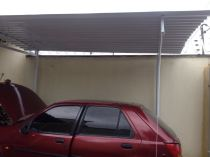 Abrigo com telha de alumínio